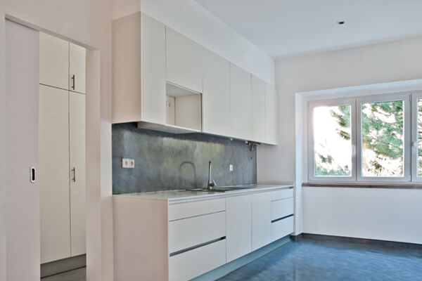 Bancada com armários - Cozinha - Depois - Apartamento av. Paris - Lisboa
