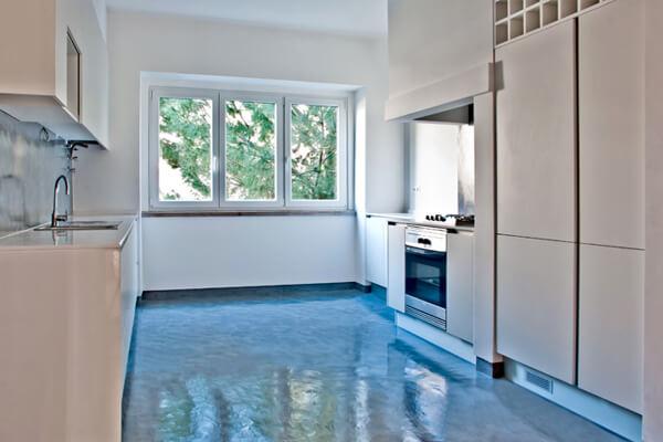 Armários, eletrodomésticos e janelas - Cozinha - Depois - Apartamento av. Paris - Lisboa