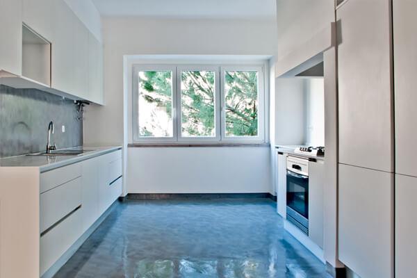 Vista de frente - Cozinha - Depois - Apartamento av. Paris - Lisboa