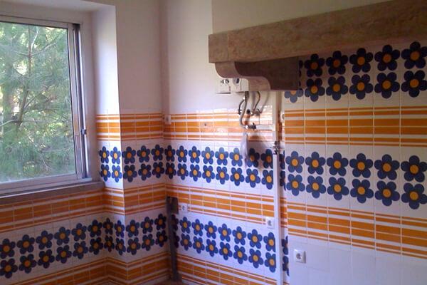 Azulejos - Cozinha - Antes - Apartamento av. Paris - Lisboa