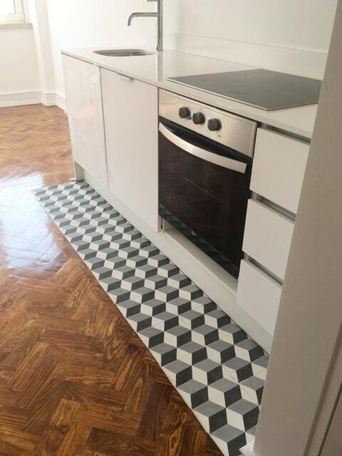 Bancada, Lava Loiça e fogão - Cozinha - Depois - Apartamento Estefânia - Lisboa