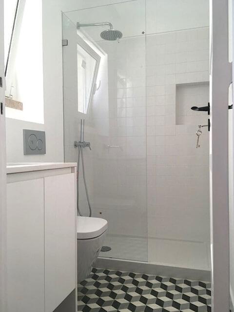 Loiça sanitária e chuveiro - WC - Depois - Apartamento Estefânia - Lisboa