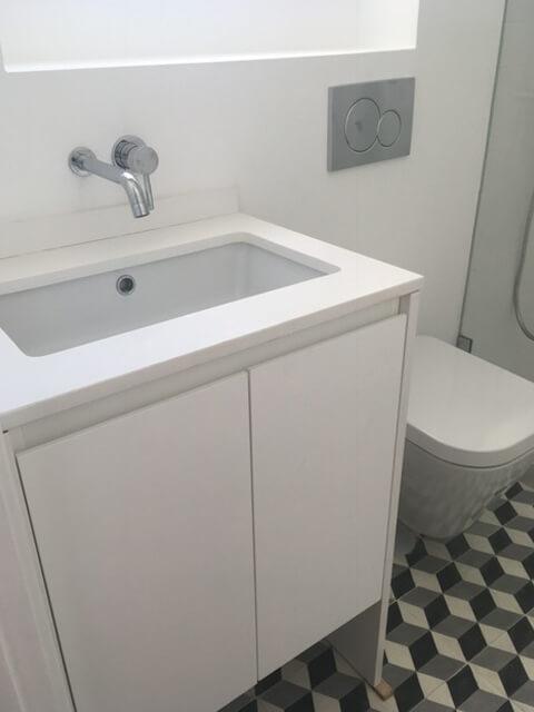 Lavatório e loiça sanitária - WC - Depois - Apartamento Estefânia - Lisboa