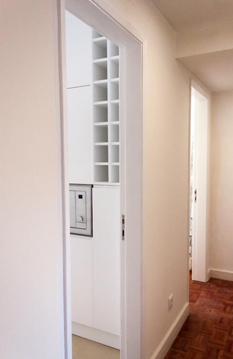 Entrada cozinha - Depois - Apartamento Campo de Ourique - Lisboa