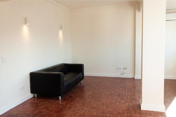 Sala c/ sofá - Depois - Apartamento Campo de Ourique - Lisboa